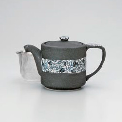 Kuroiga Karakusa Green Tea Pot