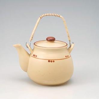 Cream Dot Dobin Tea Pot